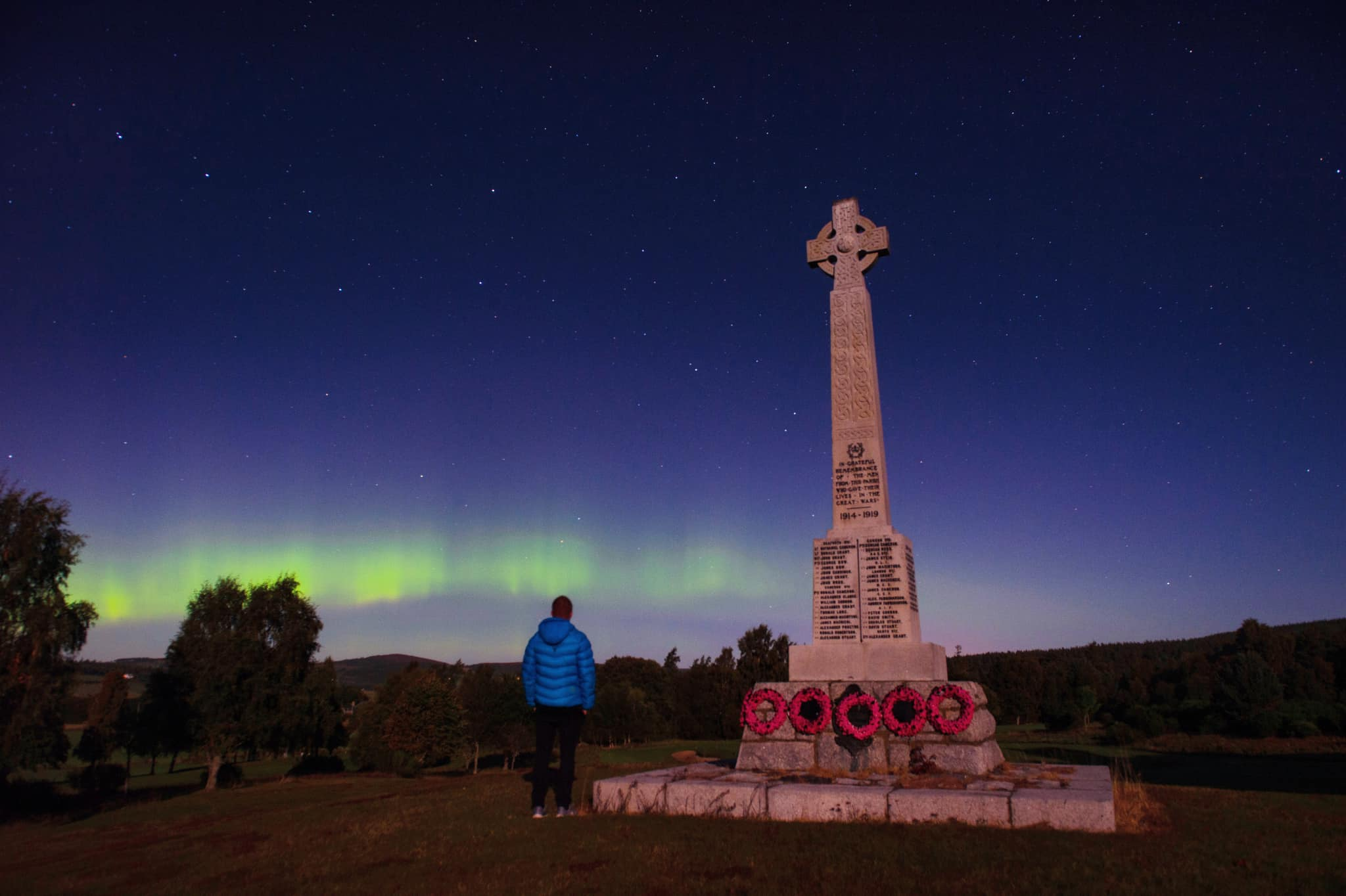Northern Lights over 8th hole monument